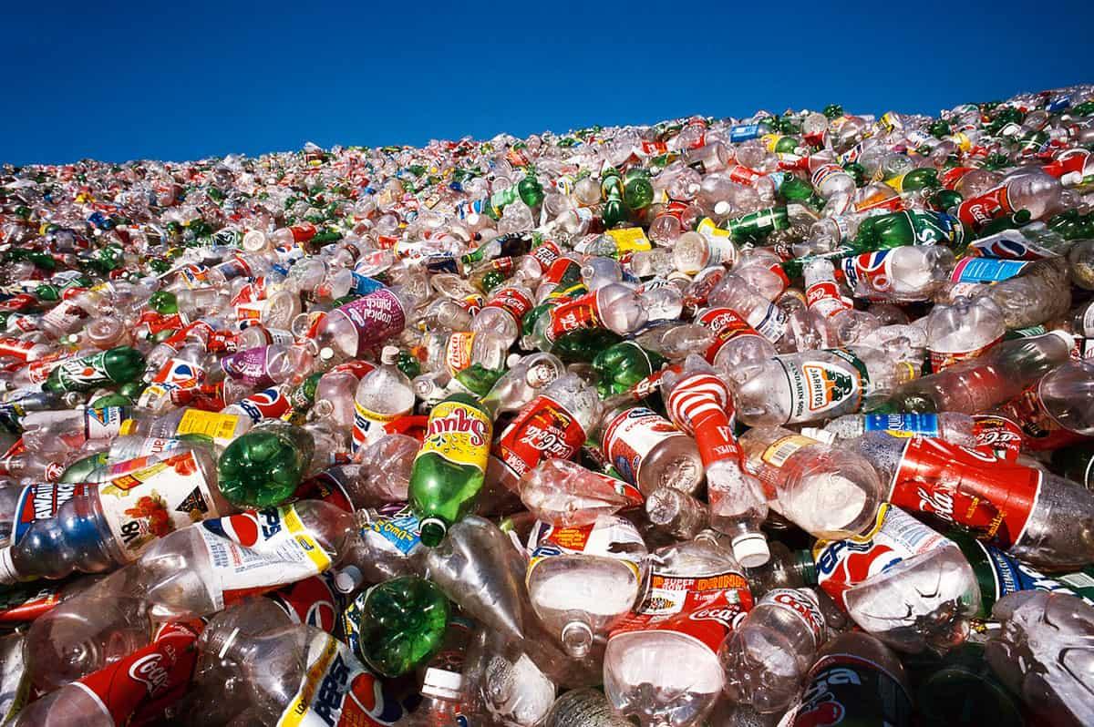 Πλαστικά σκουπίδια στη θάλασσα